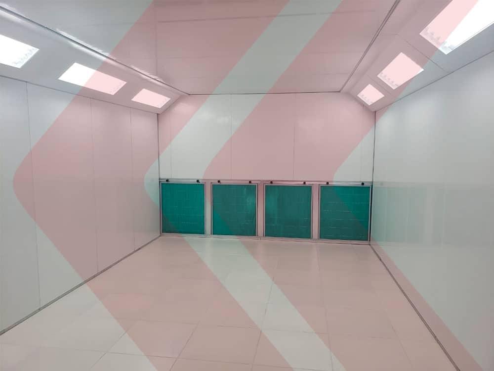 vista interna cabine de pintura automotiva com filtros no fundo