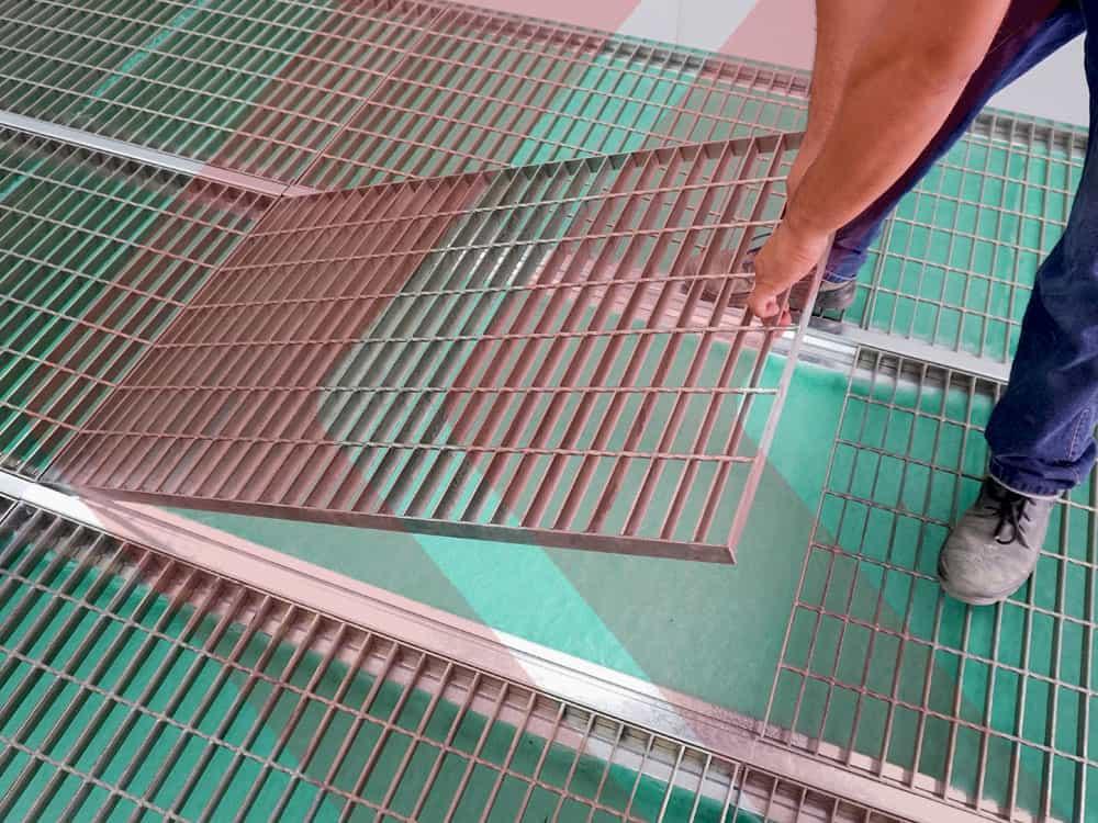 estufa de pintura grade no piso com filtros