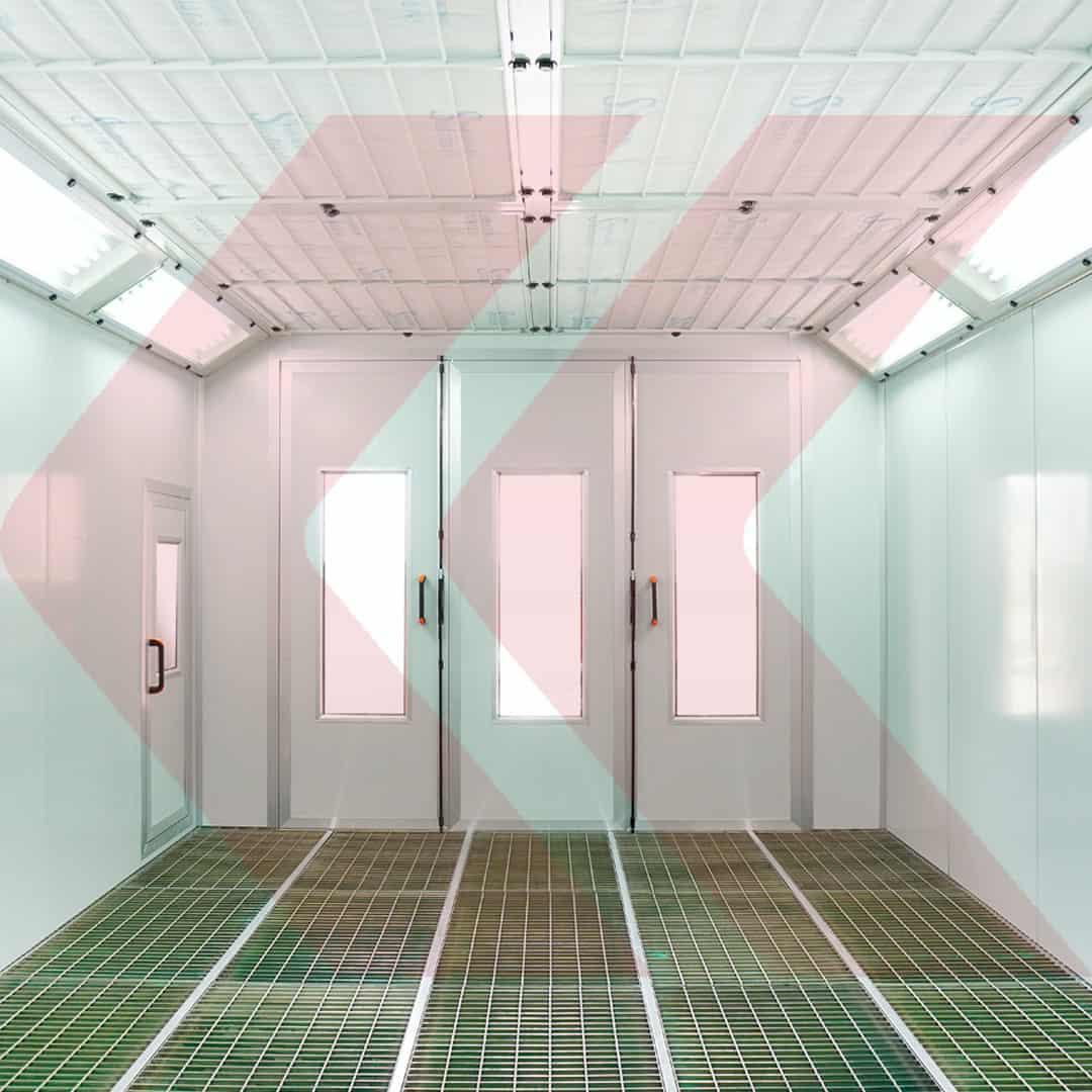 interior cabine de pintura com piso totalmente gradeado