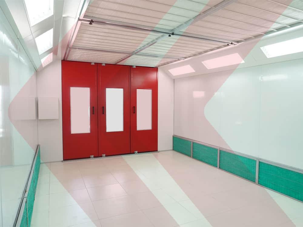 vista interna cabine de pintura com filtros laterais e luminárias